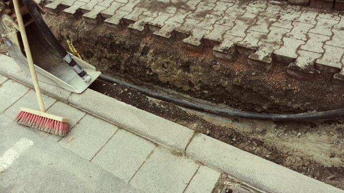 Graben und Kabel
