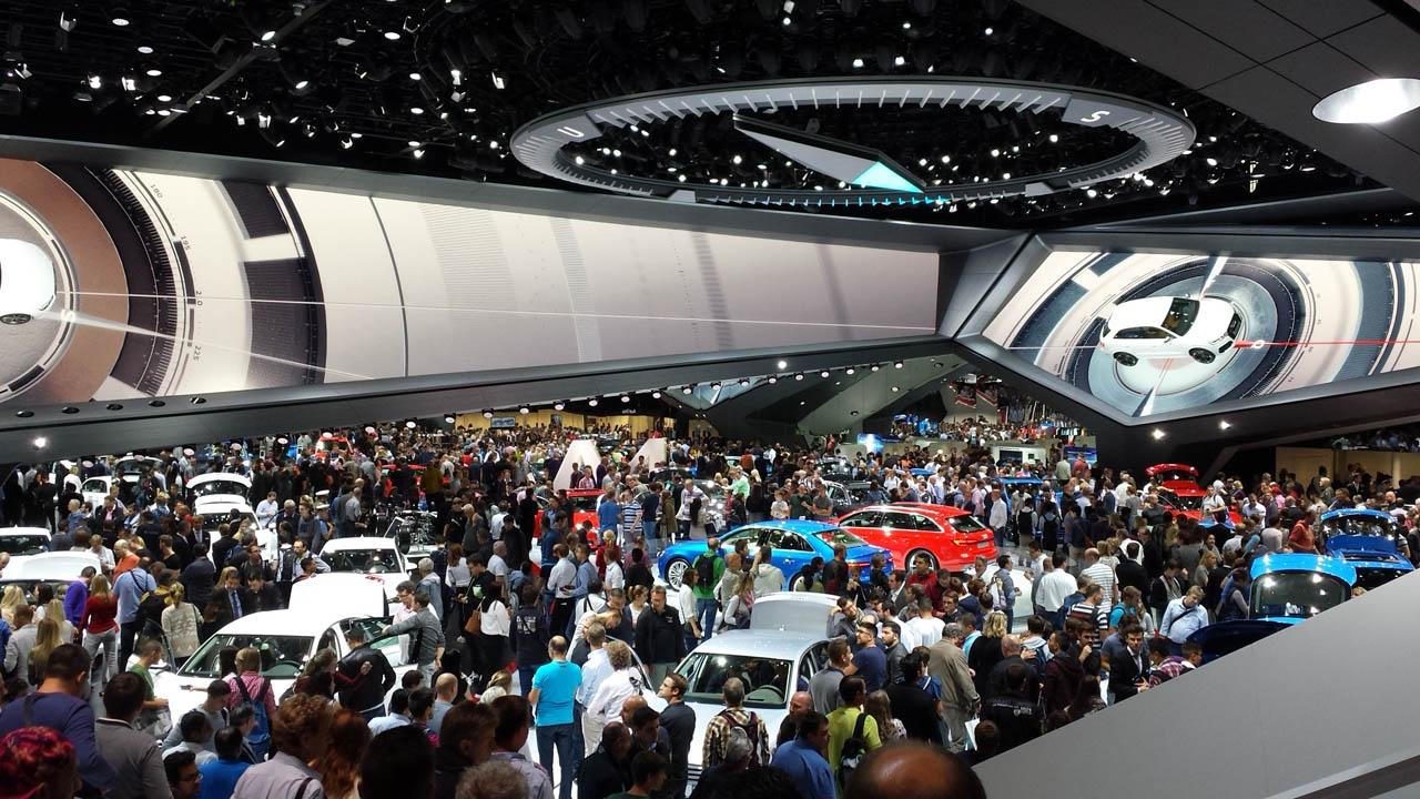 Sehr viele Leute bei Audi